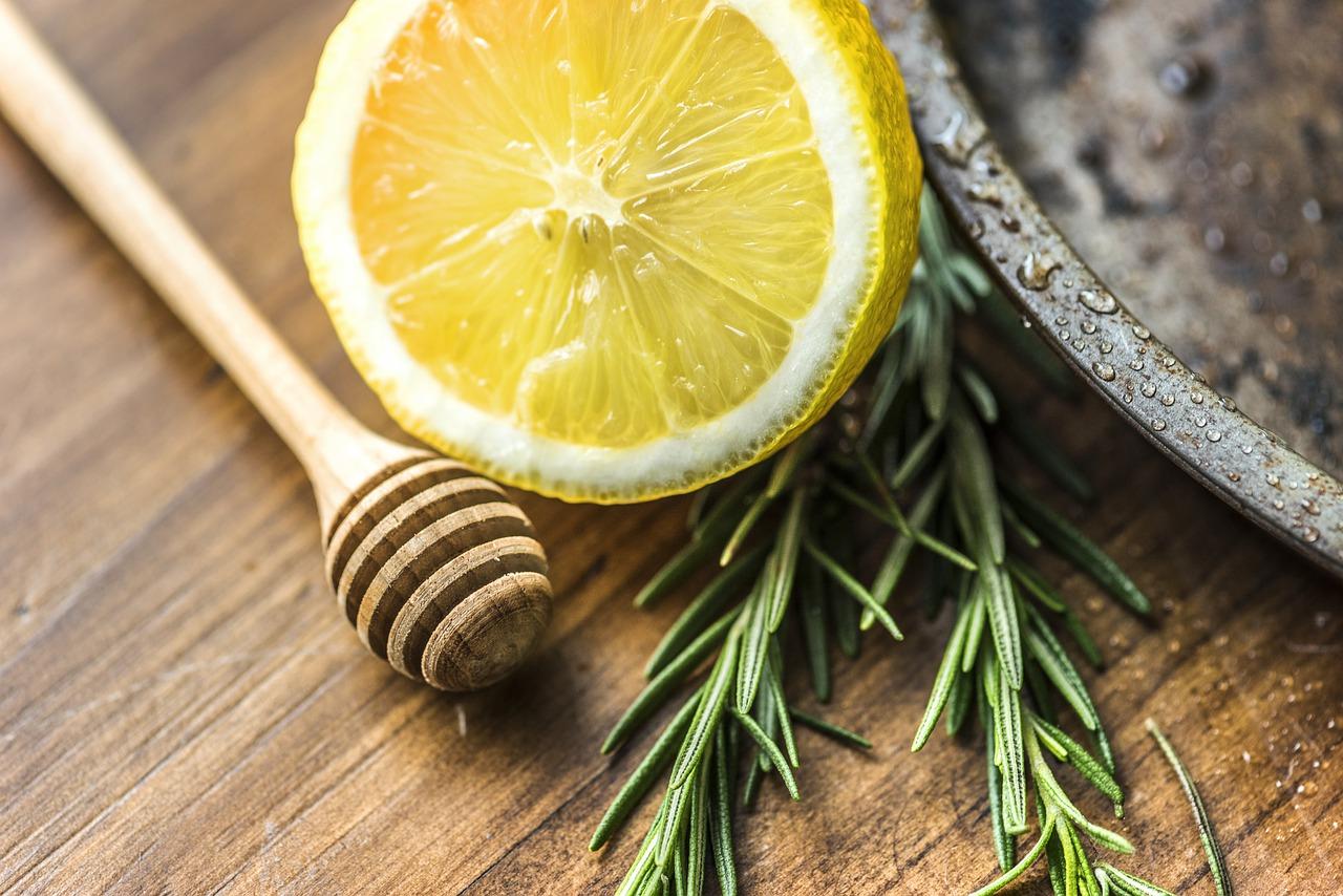 remèdes naturels infections hivernales plantes médicinales hiver grippe rhume bronchite angine coup de froid phytothérapie aromathérapie huiles essentielles synergie citron romarin