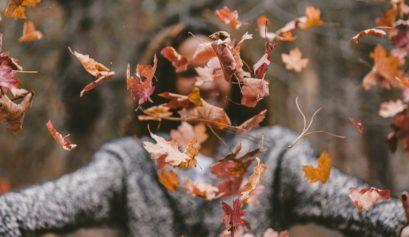 santé naturel bien être automne coconning prendre soin de soi astuces feuilles automne forêt