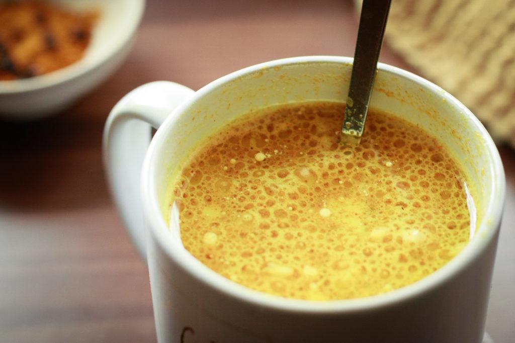 Recette : le Lait d'or au Curcuma, la boisson réchauffante de l'hiver